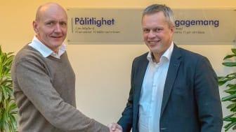 Från vänster: Lars Pedersen, sales director, Europé LenelS2 och Anders Geeber, vVD på Nokas Teknik.