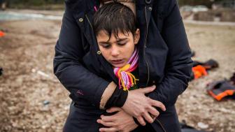 Fotot är taget av Olmo Calvo och visar ett barn på flykt på Lesbos, Grekland.