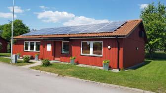 Solceller på Brf Kanalbrinkens föreningslokal i Kristianstad. Foto: Kristianstads kommun
