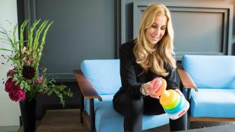 Charlotte Würdig diskutierte beim Fisher-Price Elternbrunch mit anderen Eltern über die täglichen Herausforderungen
