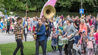 Trekantområdet Festuge begynder fredag d. 24. august – og den officielle åbning markeres i Billund med et festligt optog med 400 dansende børn.