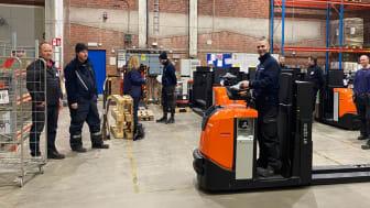 Nylevererade plocktruckar med litiumjon-batterier hos Martin & Servera Logistik i Norrköping.