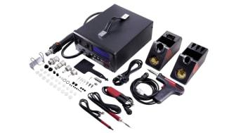 Till TPS-900-reparationsstationen från Toolcraft medföljer en hållare till lödkolven och till lödpistolen, samt ett omfattande urval av användbara tillbehör. Bildkälla: Toolcraft