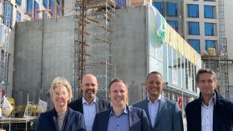 Fra venstre: Eva Boch og Peter Nymann-Jørgensen, Skanska, Allan Andersen, borgmester tårnby, Søren Faerber, adm. dir. Scandic og Jesper Henkel, KPC.