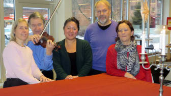Annika, Geza, Carolina, Tommy och Eva-Lott är några av de som sjunger in julen i Oskarshamn