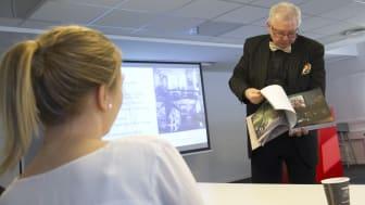 Dekor er bransjens største vekstområde, fortalte Anton Strand og viste frem bokprosjektet fra Dusty.
