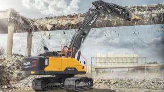 Rak bom omvandlar 38-tonnaren Volvo EC380E till en kompetent rivningsmaskin