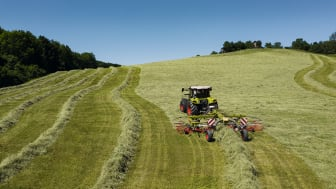 CLAAS unveils next-generation dual rotor swathers with central swathing