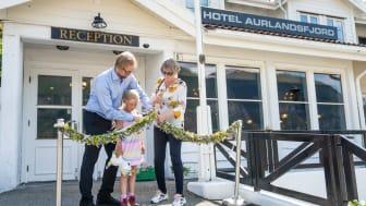 Representanter fra de tidligere eierne stod for den offisielle åpningen av Hotel Aurlandsfjord