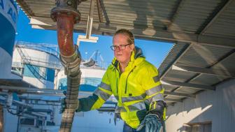Lastbilsförare Sofia Persson arbetar med att köra petroleumtransporter.