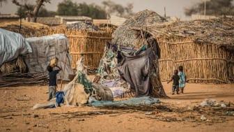 Vergessene Krise Niger: Kindern mangelt es nach Angaben der SOS-Kinderdörfer an Schutz, Versorgung und Bildung. Oft geht es ums Überleben. Foto: Vincent Tremeau 2017 (Bild nur zur Verwendung im Kontext der SOS-Kinderdörfer weltweit)