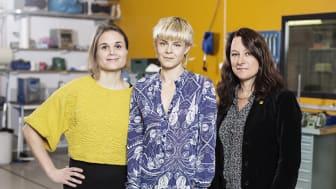 Paulina Modlitba Söderlund (projektledare, Tekla), Robin Carlsson (artist), Sophia Hober (dekanus, KTH). Foto: Sara Arnald.