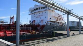 Skibet med ethanol ankom fredag eftermiddag til Århus Havn.