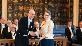 Professor Marianne Gullberg, Lund, mottog det Swensonska priset av preses Anders Cullhed vid Kungl. Vitterhetsakademiens högtidssammankomst i Riddarhuset i Stockholm den 20 mars.