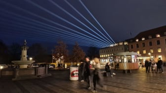 'Viften', som var lavet af kunstnerkollektivet Båll & Brand, strålede over Stændertorvet og kunne ses op til 20 kilometer væk. Foto: Sanne Aabjerg Kristiansen