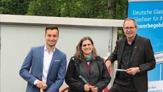Glasfaser in Rethen: v.l. Max Buckermann (Deutsche Glasfaser), Sabrina Deharde (Wirtschaftsförderung Stadt Laatzen), Jürgen Köhne (Bürgermeister Stadt Laatzen). (DG)