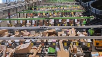 I midten av mars er det julerush med pakker hos Posten og Brings Logistikksenteri Oslo