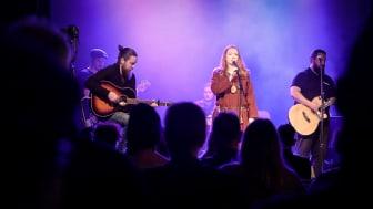 Från en konsert med deltagare från Studio Rex och Medborgarskolans arrangörer.