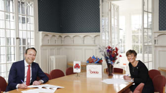 Jaan Ivar Semlitsch, konsernsjef i Orkla og Grete Herlofson, generalsekretær i Norske Kvinners Sanitetsforening. Foto: Trygve Indrelid, NTB