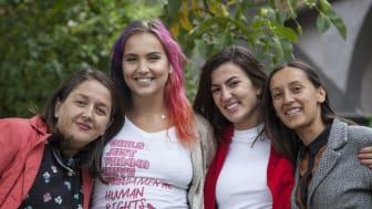 Linnéa Claeson tillsammans med kvinnorättskämparna Luljeta Demolli, Nita Zogiani and Lavdi Zymberi i Kovoso. Foto: Majlinda Hoxha