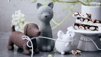 Knitwear or porcelain? The new Pets Alfonso, Smokey and Elvis seem to be knitted by hand, but are made of finest Rosenthal porcelain.
