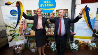 Dåvarande landsbygdsminister Sven-Erik Bucht och Maria Forshufvud vid lanseringen av Från Sverige-märkningens 20 april 2016. Här svarar Livsmedelsföretagen, LRF och Svensk Dagligvaruhandel på frågor om Från Sveriges första 5 år och framtiden.
