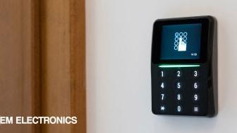 Till den läsaren i Bravidas nya passersystem levererar vi på OEM Electronics både knappsats och displayglas.