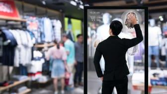 Mens verden er på juleshopping er butikskæder og producenter stadig mere optaget af kundeoplevelser og ledelse mod kundeoplevelser handler både om teknologi og tankesæt siger Jonas Almstrup, SAP Customer Experience