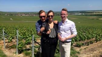 Lars, Shannon och Mattias från Krägga Herrgård i vingården i Champagne (HATT et SÖNER)