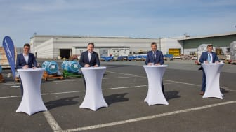 vlnr.: Von Lufthansa Cargo AG: Gunnar Löhr, Head of Supply Management & Infrastructure und Harald Gloy, COO; von Bleichert Automation: Anton Schirle, CEO and Manfred Hannes, Head of Sales
