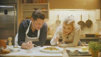 Keyyo och Danyel Couet lagar trerätters brödmiddag i Youtube-serien Mer än en macka.