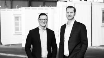 Mikael Lindhe (t.v.), Försäljningschef Styckehus och Stefan Holmberg (t.h.), VD på Svensk Husproduktion är nöjda med försäljningsutvecklingen det senaste kvartalet.