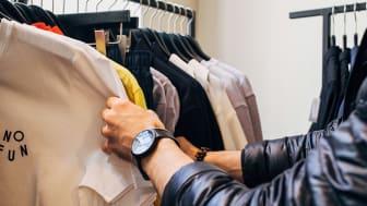 Viele Kunden suchen über lokale Suchmaschinen nach Geschäften in der Nähe. Für Betriebe lohnt sich der Eintrag in lokale Branchenverzeichnisse. Foto: Charles Deluvio / unsplash.com