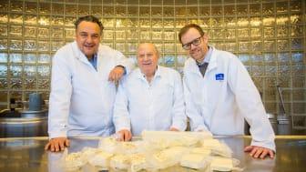 Bildtext:  Norrmejerier och Fontana Foods i samarbete. Fr.v. Loizos och Frixos Papadopoulos, Fontana Food, Anders Fredriksson, Norrmejerier. Foto: Erik Hillbom.