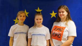 Gymnasieeleverna Emil Hallqvist, Jenna Wikblad och Elin Borg deltar i en miljökonferens i Bryssel i mars.