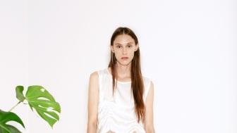Köp visningsplagg direkt från catwalken på modeveckan