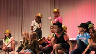 Kulturlägret erbjuder aktiviteter inom musik, teater, dans, bild och form. Foto: Musikaliska