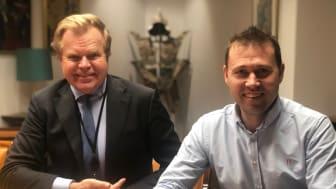 Gunnar Bjørkavåg blir ny styreleder i Conta. Her med daglig leder Jan-Tore Holen. Foto: Conta