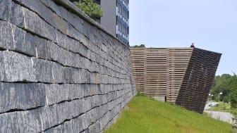 Panoramaterrassen i Rinkeby har en stödmur uppförd i svensk granit. Foto: Åke E:son Lindman