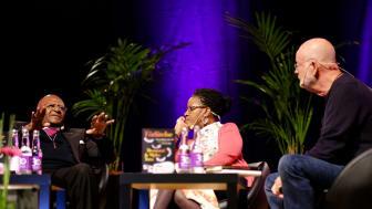 Desmond Tutu, Mpho Tutu och K G Hammar i samtal under Bokmässan 2014