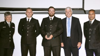 Commissioner Cressida Dick and former Prime Minister John Major with the winners of the Bravery Award