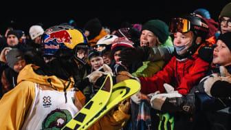 Jesper Tjäder är populär bland fansen. Här hyllas han efter X Games-Slopestylefinalen. Bild: Niklas Eriksson (Fri att användas redaktionellt)