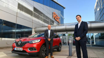 RAC business roadside managing director Phil Ryan (L) with Groupe Renault head of customer support Mark Thomason (R)