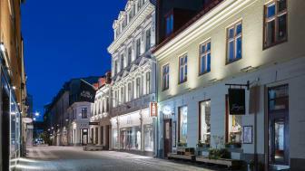 Ett exempel på Wallenstams ljussättningsprojekt inom Vallgraven i Göteborg är Vallgatan 27 i kvarteret Victoria.