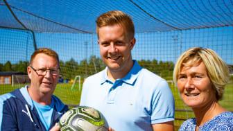 Ekbackeskolans rektor Anders Jonasson, Kommunstyrelsens ordförande Niklas Larsson och förvaltningschefen för Barn och utbildning, Mia Johansson.