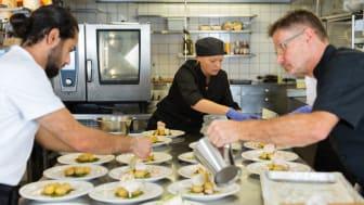Väldigt få verksamheter i Kungsbacka har julbord, de flesta har i år valt att ha jultallrikar eller julinspirerade menyer vid sittande bord.