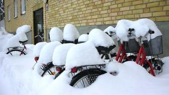 Oskyddade och insnöade cyklar inspirerade Dooman Teknik till ny modell av Cykelgarage.
