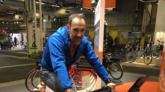 Martin Silberg tar pulsen, elcykel är bra för hälsan