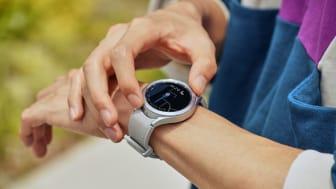 7. Galaxy Watch4_Lifestyle_Google Maps.jpg