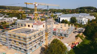 Blick auf den Campus-Neu der Universität Witten-Herdecke: Die Arbeiten am Holzhybrid-Rohbau schreiten zügig voran. (copyright: UW/H / Johannes Buldmann)